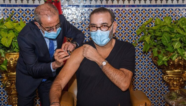 Launching the national vaccination campaign in Fez, HM the King received the 1st dose of the vaccine against Covid-19