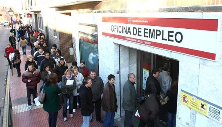 The Spanish Ministry of Labor, Immigration, and Social Security said that the number of unemployed people in Spain reached 3.888.137 by the end of December 2020; the highest record since 2016.