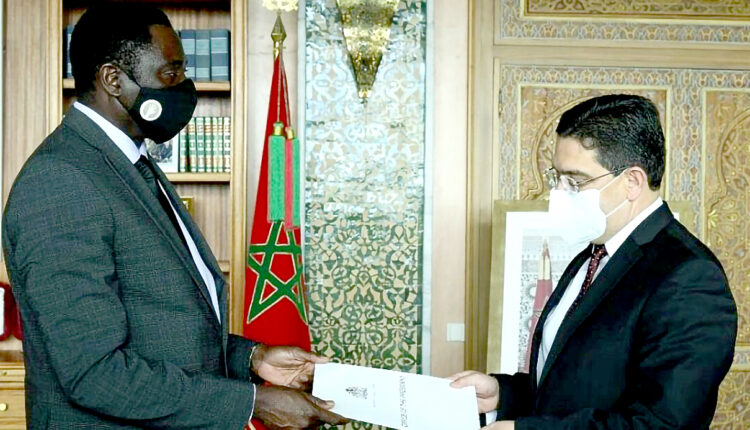 This Thursday, February 18th, Nasser Bourita, Minister of Foreign Affairs, African Cooperation and Moroccan Expatriates, received in Rabat his Gambian counterpart Mamadou Tangara, who carried a letter from Gambian President Adama Barrow to His Majesty King Mohammed VI.