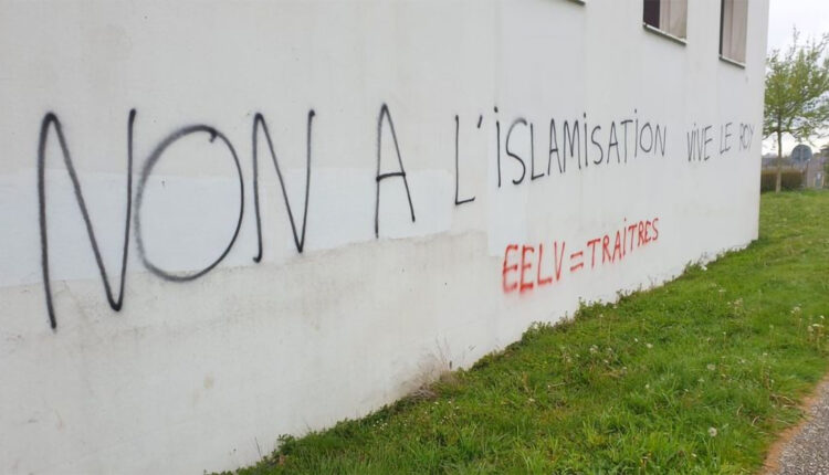 Anti-Muslim Graffiti Found on the Walls of a Mosque in France